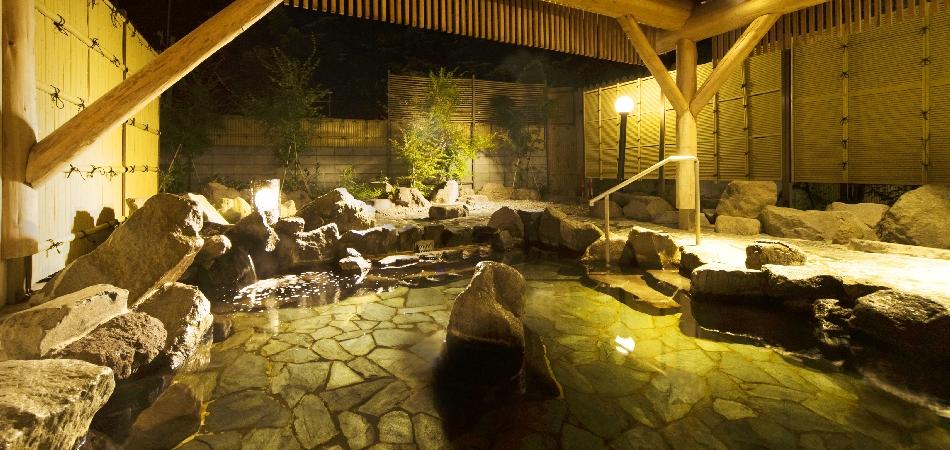 温泉露天風呂で疲れを癒す「タングラム斑尾温泉」|タングラムスキーサーカス