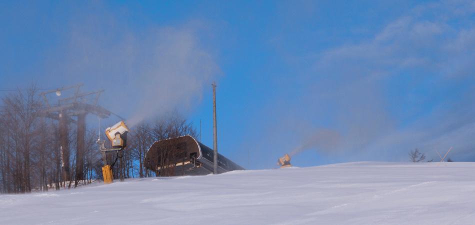 最新スノーマシンから造り出される上質な雪!|サンメドウズ清里スキー場