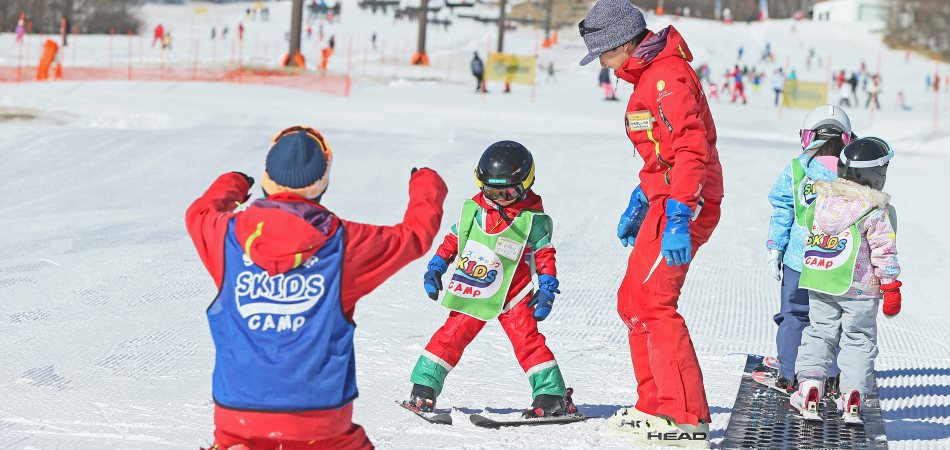 遊びながらぐんぐん上達!!「スキッズ・キャンプ」|サンメドウズ清里スキー場