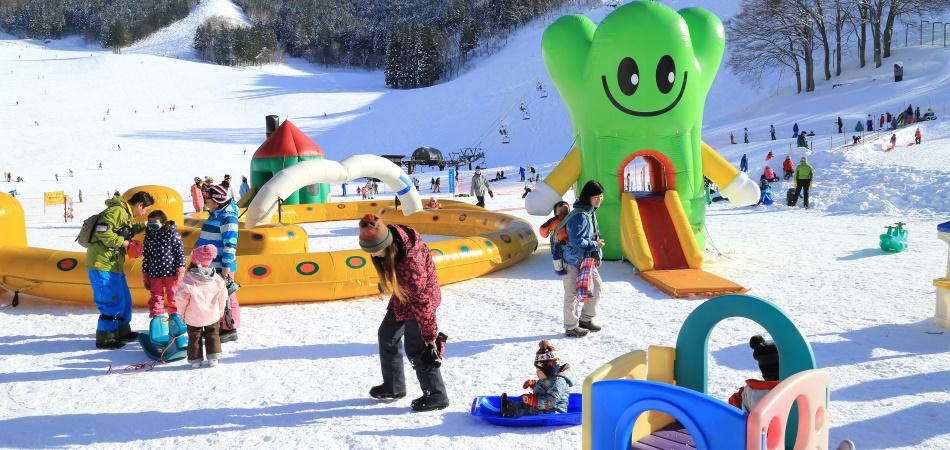 お子様も大満足のキッズパーク 野沢温泉スキー場