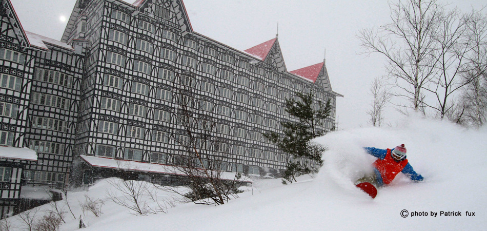 ゲレンデとホテルは直結【徒歩10秒】!|白馬コルチナスキー場