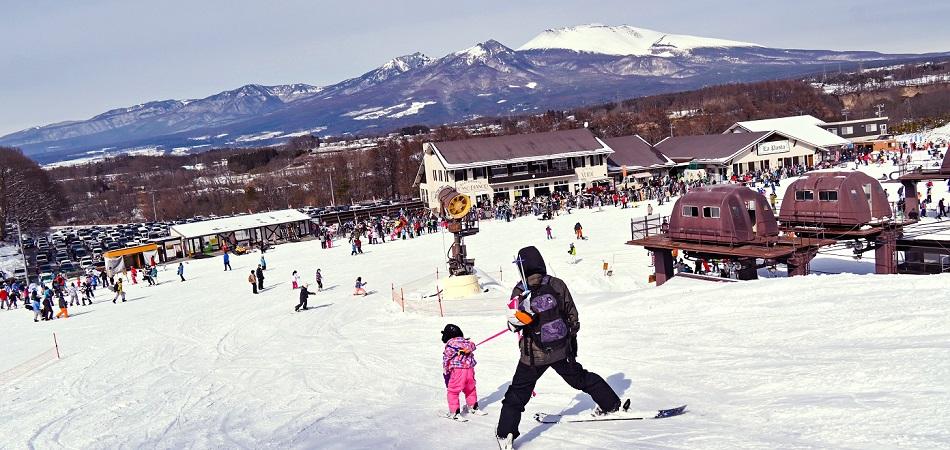 キッズランドもソリや遊具で遊びが満載 佐久スキーガーデン「パラダ」