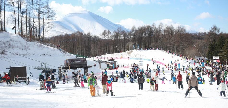 【晴天率90%!!】浅間山の絶景を見ながらスキー&スノボ!軽井沢スノーパークを遊び倒そう!|軽井沢スノーパーク