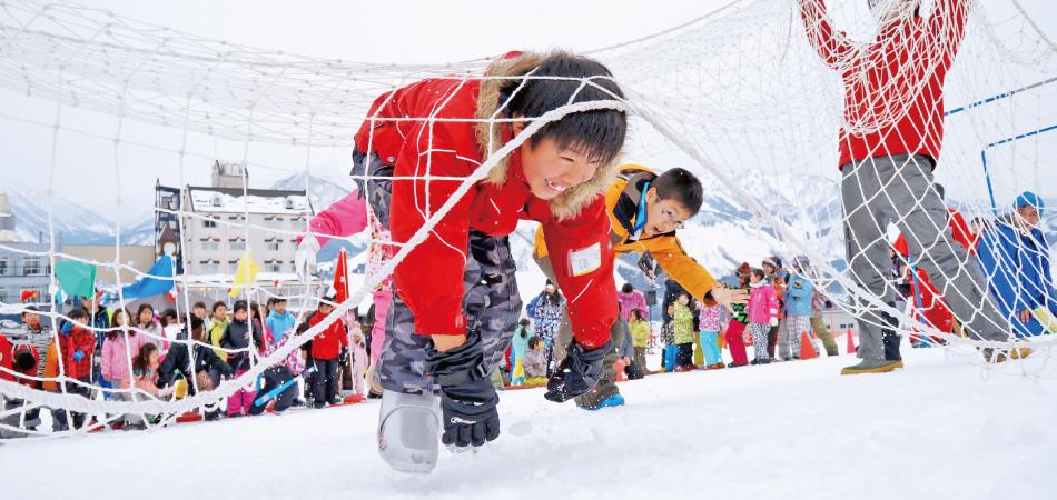 \三密回避で/名物イベント「雪上運動会」開催! 岩原スキー場