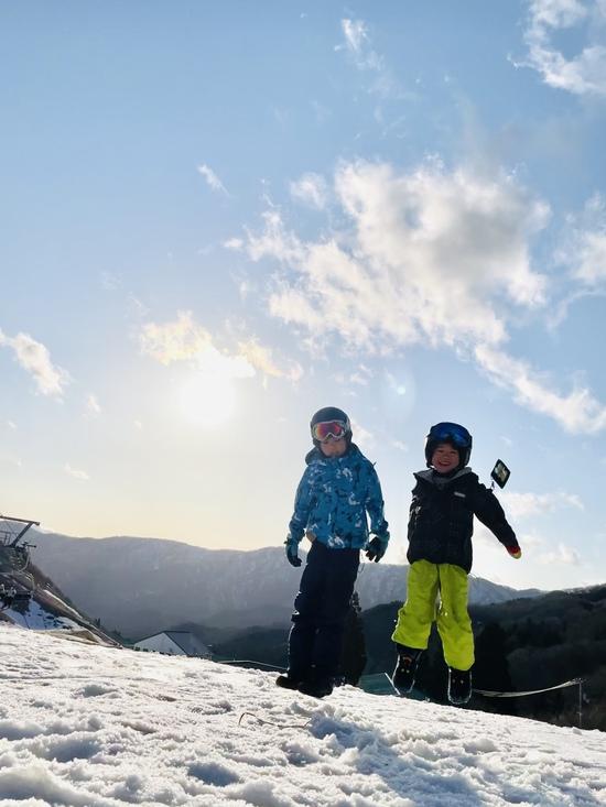 夕日と一緒に記念撮影|グランスノー奥伊吹(旧名称 奥伊吹スキー場)のクチコミ画像2