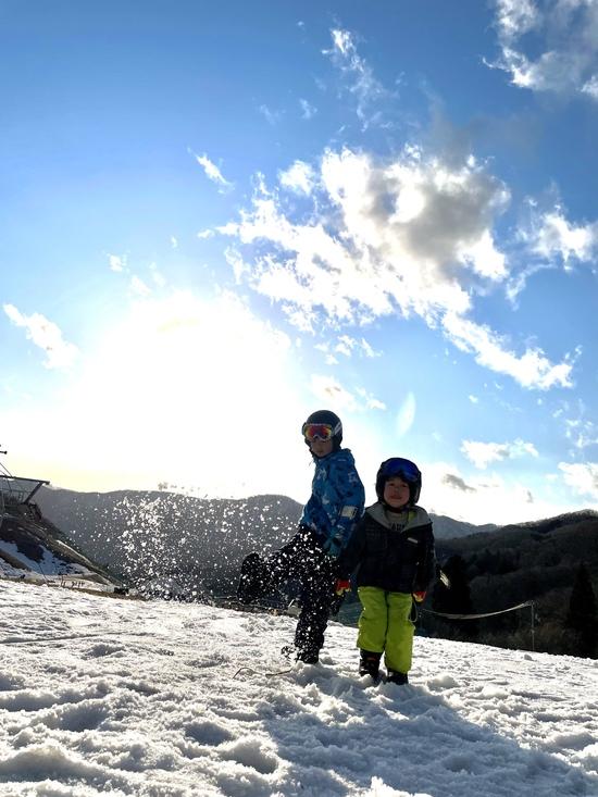 夕日と一緒に記念撮影|グランスノー奥伊吹(旧名称 奥伊吹スキー場)のクチコミ画像3