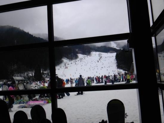 みぞれ降る中も結構満員|めいほうスキー場のクチコミ画像
