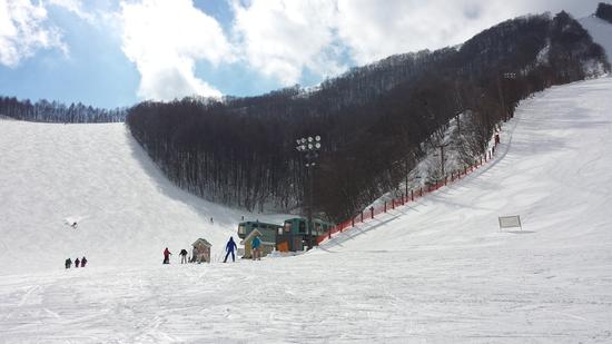 割り込みスキーヤー多し!|ホワイトワールド尾瀬岩鞍のクチコミ画像