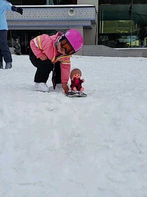 娘の友達、人形のメルちゃんもトライ。 湯沢中里スノーリゾートのクチコミ画像