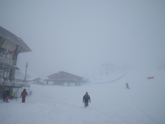 ゲレンデでパウダー|志賀高原 熊の湯スキー場のクチコミ画像