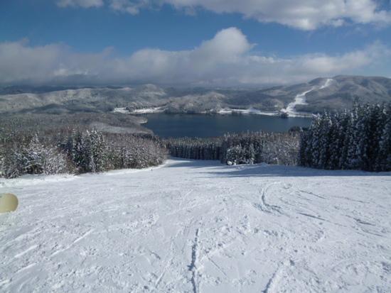 青木湖に向かって滑る|白馬さのさかスキー場のクチコミ画像