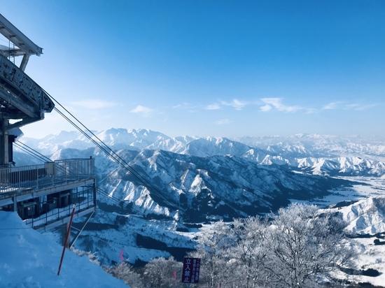 感動の眺めからロング中急斜面を一気に滑降|六日町八海山スキー場のクチコミ画像