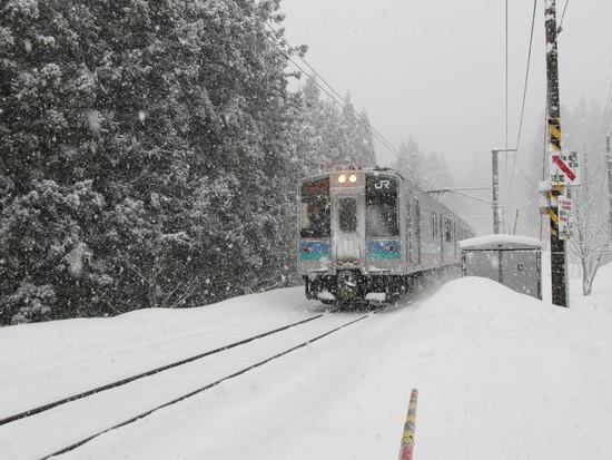 電車が近くを通るゲレンデ|白馬さのさかスキー場のクチコミ画像