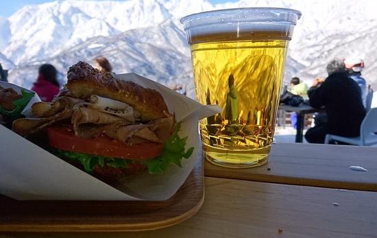 山頂にできたテラスはとても良いです 白馬岩岳スノーフィールドのクチコミ画像3