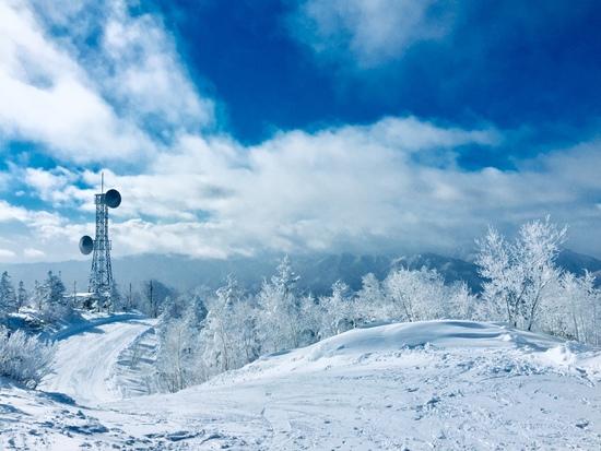 天空の景色と近くておしゃれなペンション群|会津高原たかつえスキー場のクチコミ画像