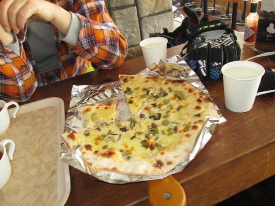 野沢菜とアンチョビのピザ|Hakuba47 ウインタースポーツパークのクチコミ画像