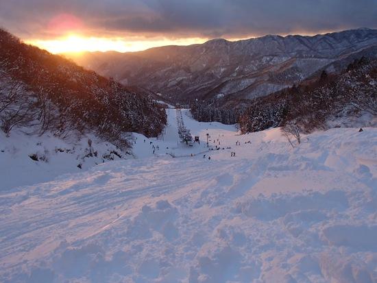 キレイな夕日が見れました。|グランスノー奥伊吹(旧名称 奥伊吹スキー場)のクチコミ画像