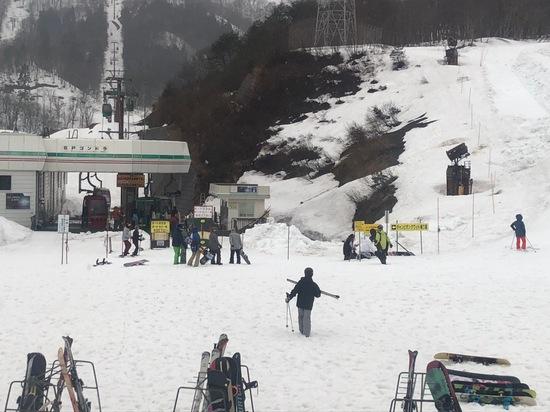 悪天候も標高が高い場所は雪!まだまだモリモリ積雪!|高鷲スノーパークのクチコミ画像2