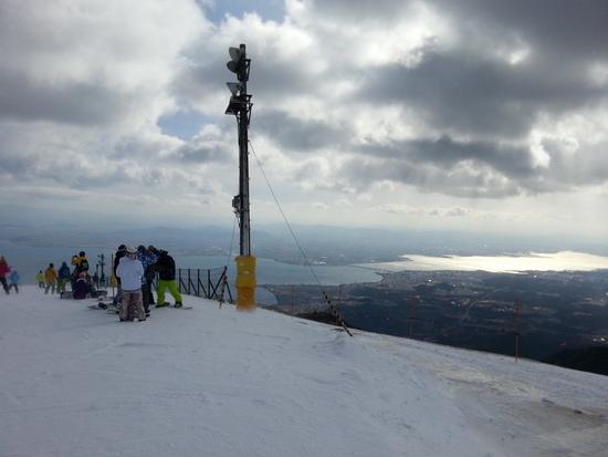 ゲレンデと山頂からの眺めは最高!!