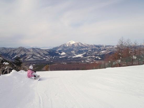 快晴 雪質最高 遠くに磐梯山・猪苗代湖が見える。|沼尻スキー場のクチコミ画像