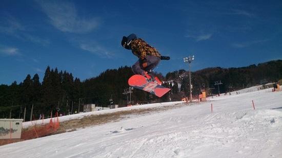 雪不足ですが、頑張ってまーす|鷲ヶ岳スキー場のクチコミ画像
