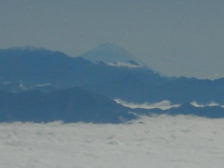 雲上に富士山
