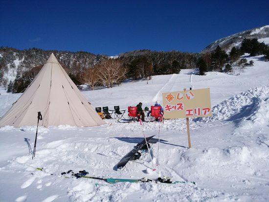 キッズエリアにテントが!快適すぎるキッズエリア|YAMABOKU ワイルドスノーパークのクチコミ画像2