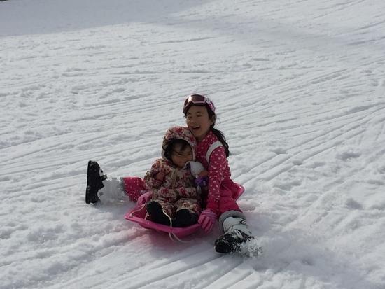 雪初体験の妹とソリで爆走|サンメドウズ清里スキー場のクチコミ画像