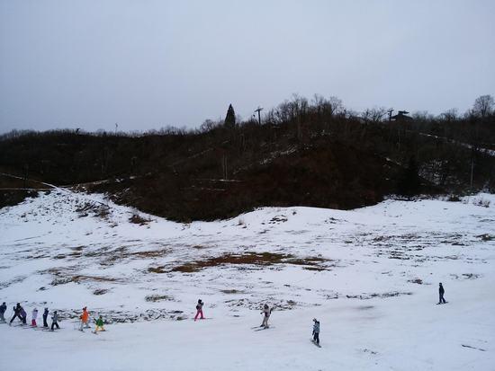 雪が少なくて残念。冬休みでちびっこが多い|湯沢中里スノーリゾートのクチコミ画像