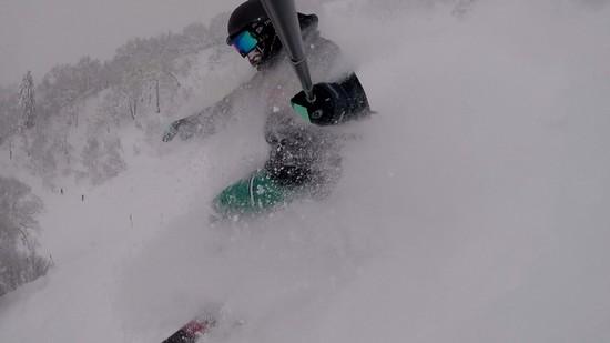 膝まであってもすいすい滑れる軽いパウダー!|富良野スキー場のクチコミ画像