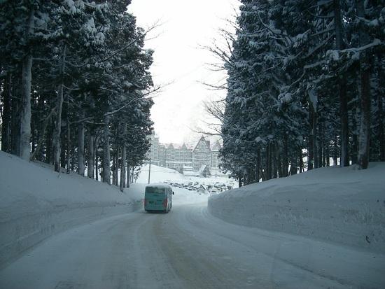 大雪の駐車場と赤い屋根|白馬コルチナスキー場のクチコミ画像